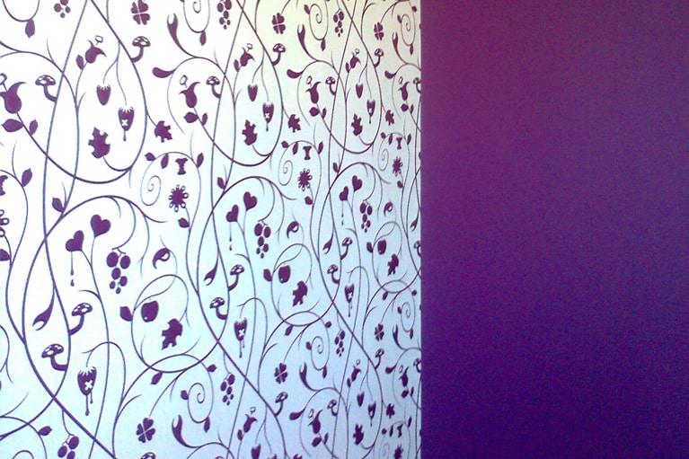 Malování interiéru s tapetováním