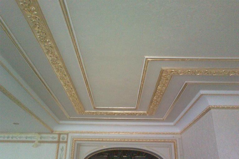 Lepení a zlacení stropní lišty