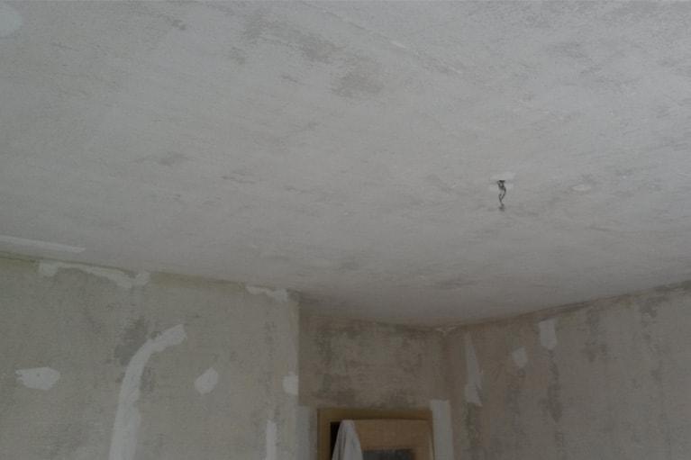 Před štěrkování stěn