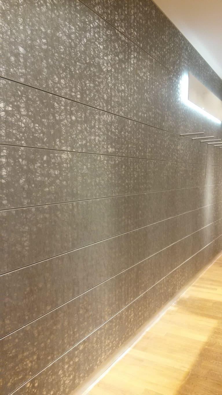 Dekorativní tapetovaní prodejní místnosti v hotelu Van Graaf