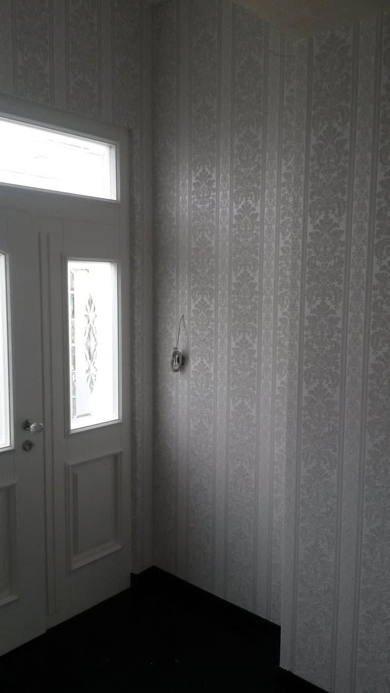 Tapetovaní vinylovou tapetou ve vstupní místnosti